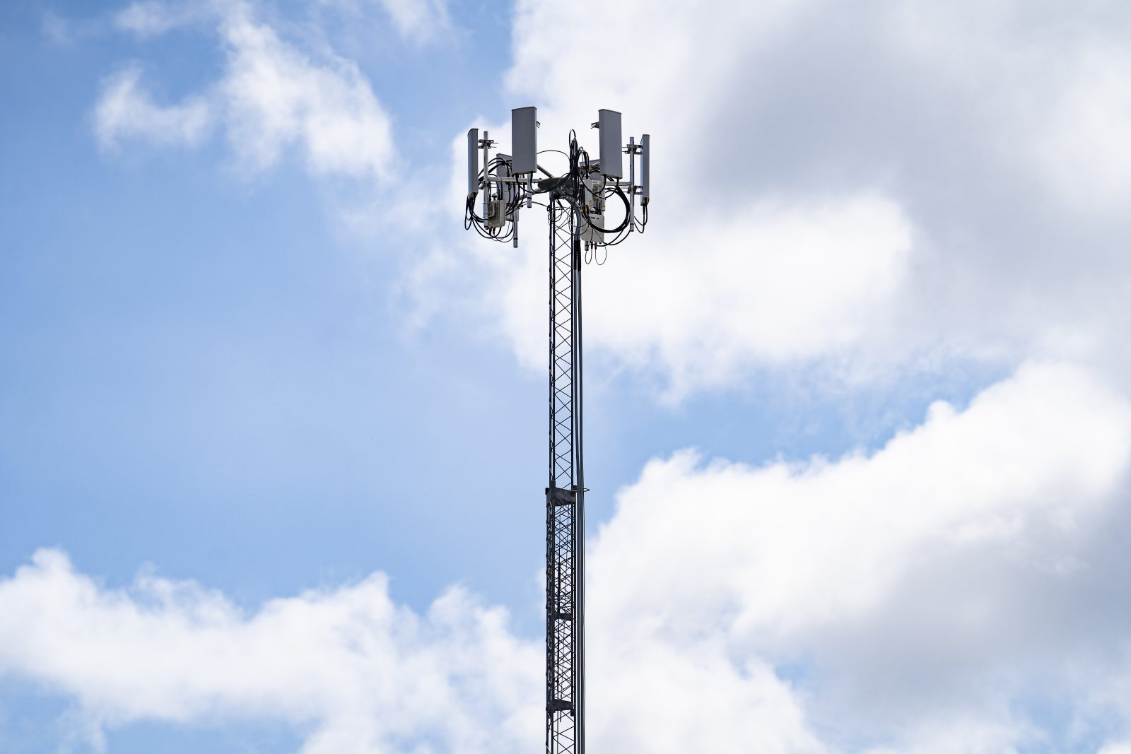 This cellular tower at Lincoln High School sends a signal to most homes within a 2-mile radius of the campus. By the end of April it will connect 200 families to the school's internet. Photo by Nitashia Johnson